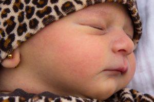 Miért nem jó ötlet fülbevalót tetetni a babád fülébe?